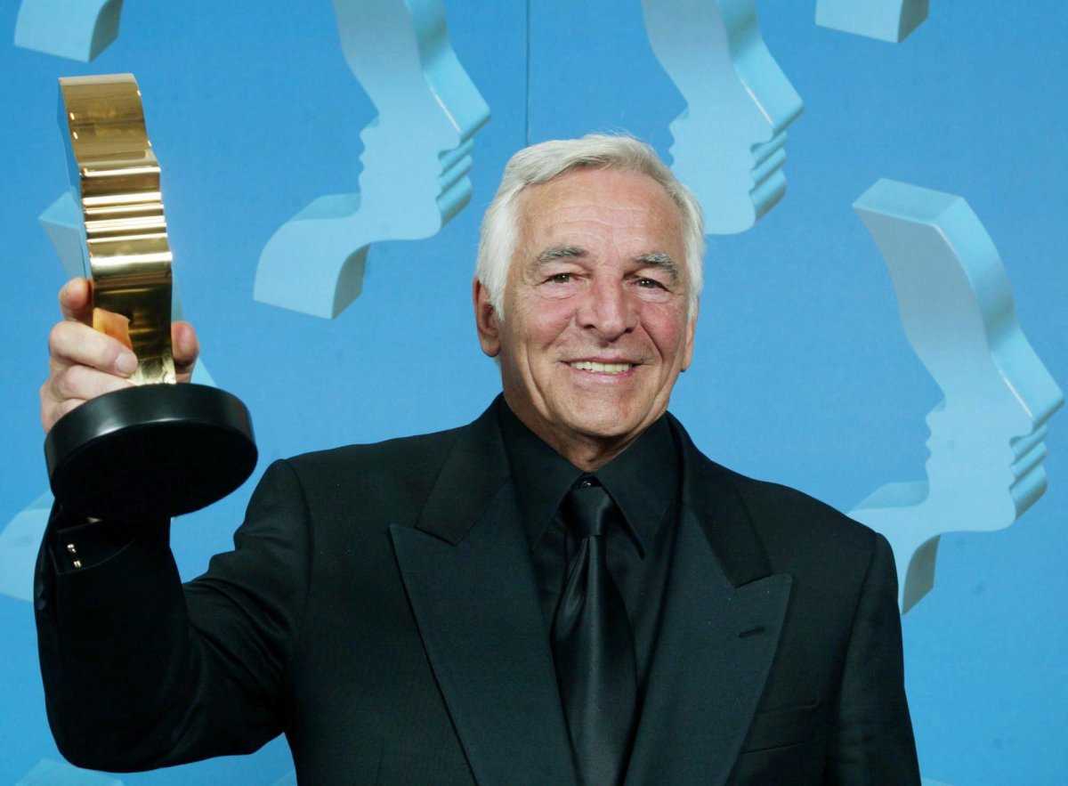 """Donnelly Rhodes of Da Vinci's Inquest holds his trophy after winning for best actor in a leading dramatic role at the 17th Annual Gemini Awards in Toronto on November 4, 2002. Actor Donnelly Rhodes, best-known in Canada for his roles in """"Sidestreet"""" and """"Da Vinci's Inquest,"""" died Monday of cancer. He was 80. A news release from the talent agency Northern Exposure says Rhodes died at the Baillie House Hospice in Maple Ridge, B.C."""