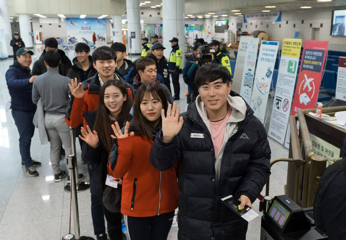 South Korean skiers wave at Yangyang Airport on South Korea's east coast in Yangyang County, South Korea, 31 January 2018, before departing for Kalma Airport in North Korea's eastern city of Wonsan en route to the North's Masikryong Ski Resort.