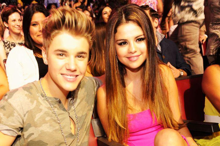 (L-R): Justin Bieber and Selena Gomez.
