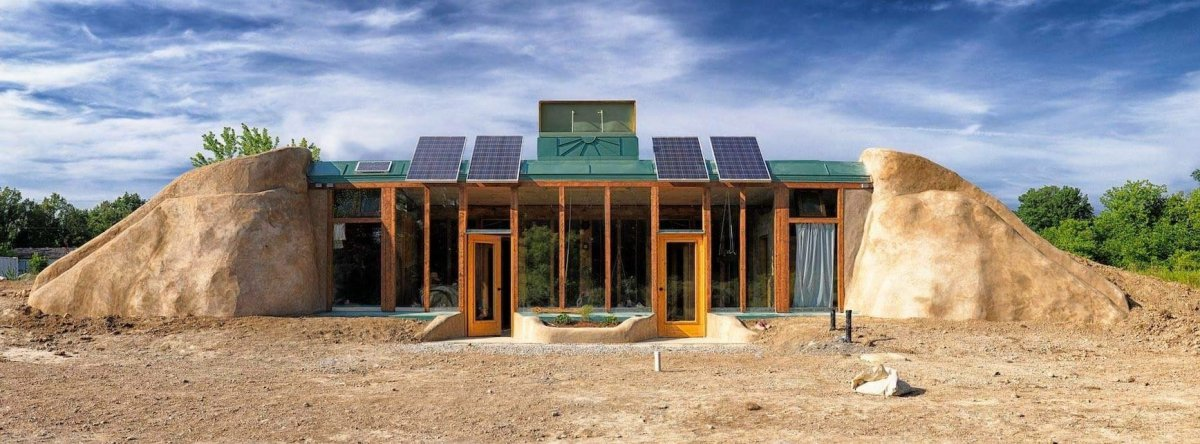 Building Better helped build this Earthship on Six Nations of the Grand River in 2016.