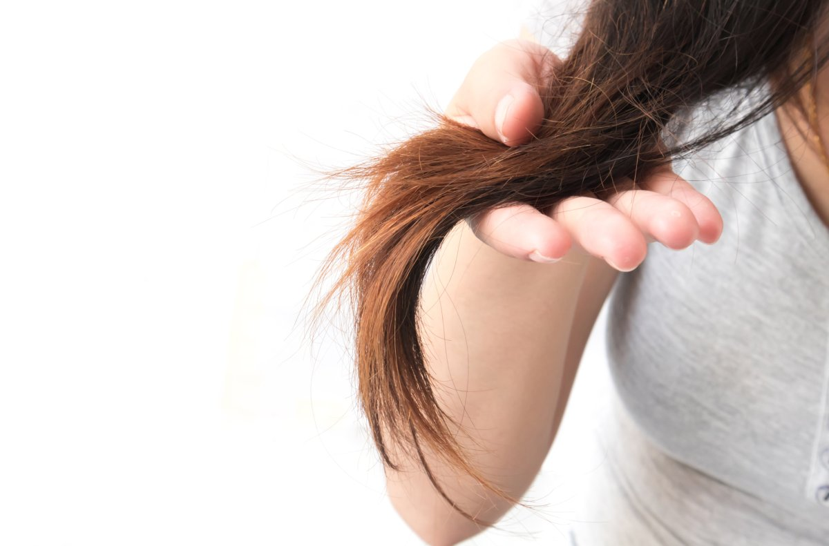Do you suffer from dry, damaged hair in the winter? Here are some ways to fix it.