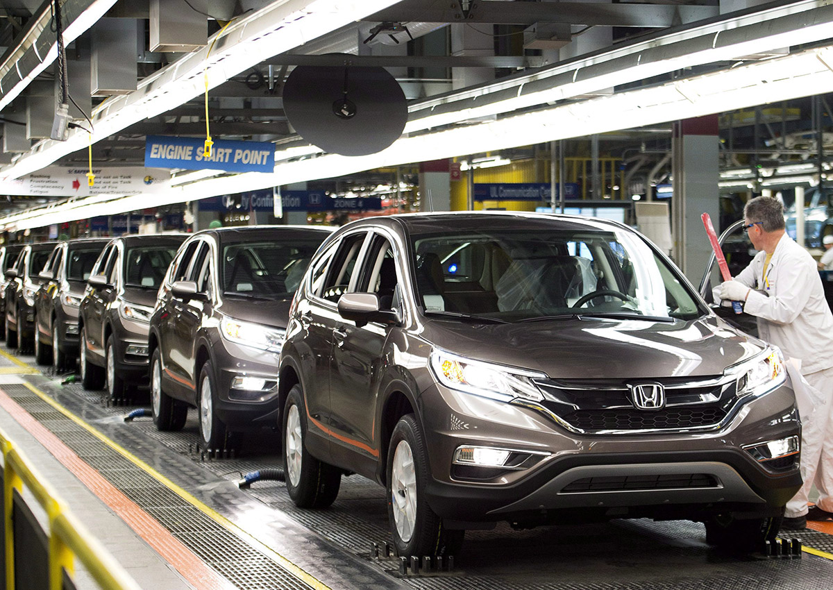Workers inspect vehicles and work on the assembly line at Honda of Canada Mfg. Plant 2 in Alliston, Ont., on Monday, March 30, 2015.