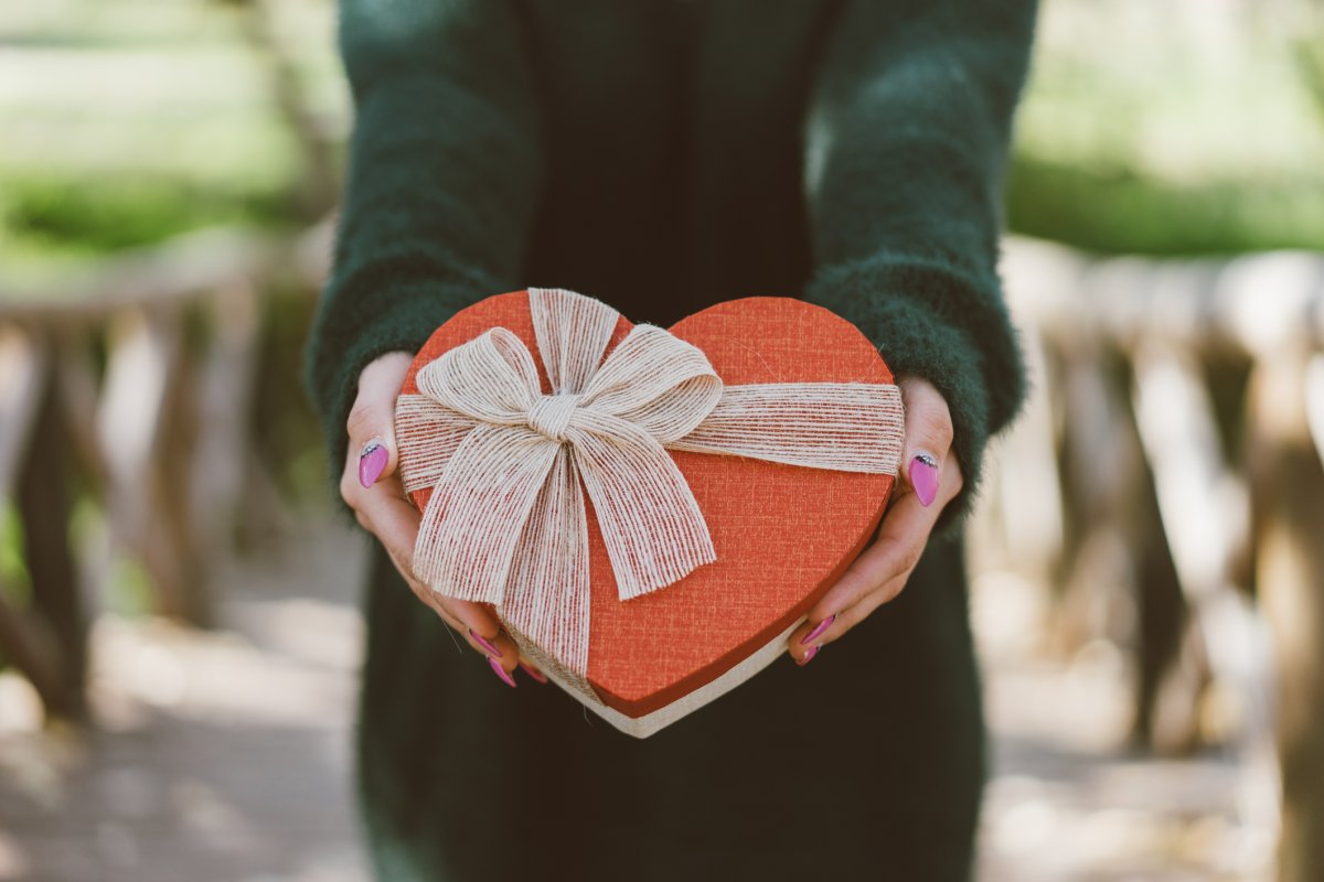 If you didn't get your love a Valentine's Day gift in time, don't worry, check out the ideas below.