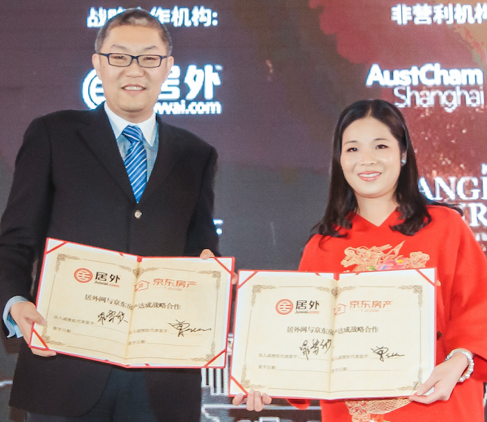 At left, JD.com general manager of real estate Fuhu Zeng. At right, Carrie Law, CEO of Juwai.com, an international property partner in China.