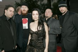 Continue reading: Evanescence announces summer 2018 'Synthesis' tour, 1 Canadian date