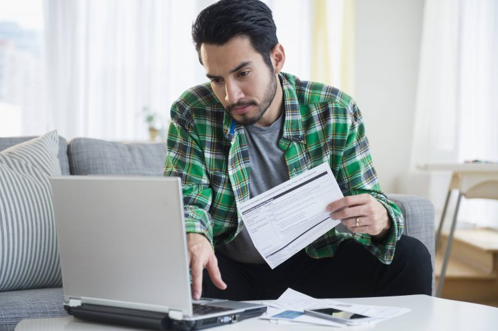 The ratio of Canadian household debt relative to income edged down slightly in the fourth quarter of 2017.