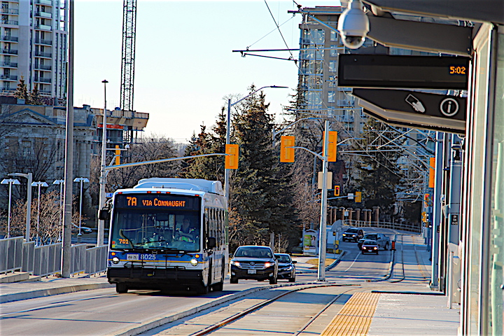 A Grand River Transit bus travelling eastbound on King Street West beside the Grand River Hospital ION LRT station in Kitchener.