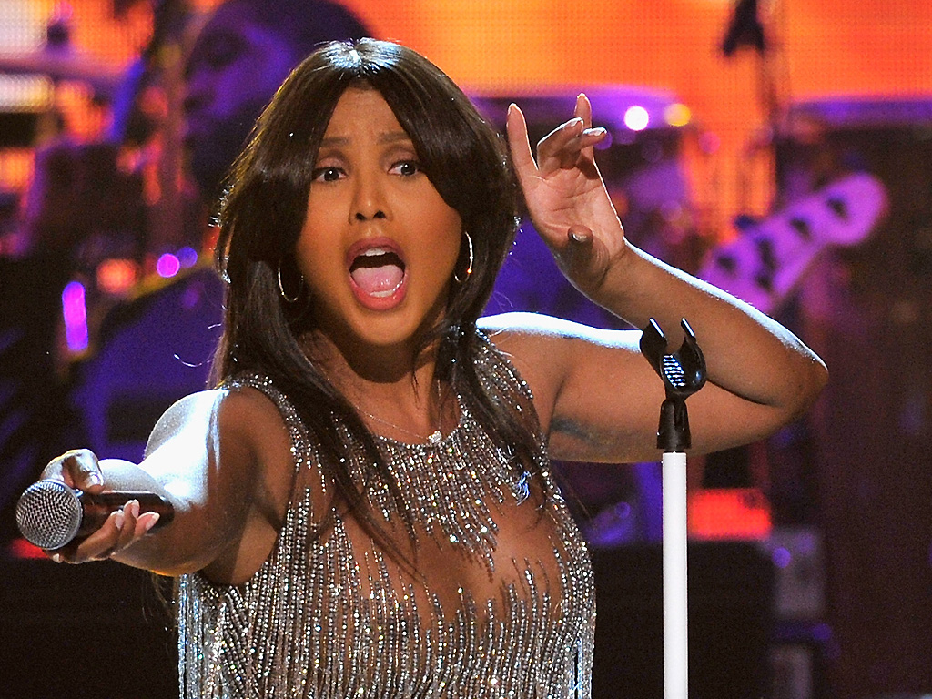 Toni Braxton performs on stage during the BET Honors 2016 Show at Warner Theatre on March 5, 2016 in Washington, DC.