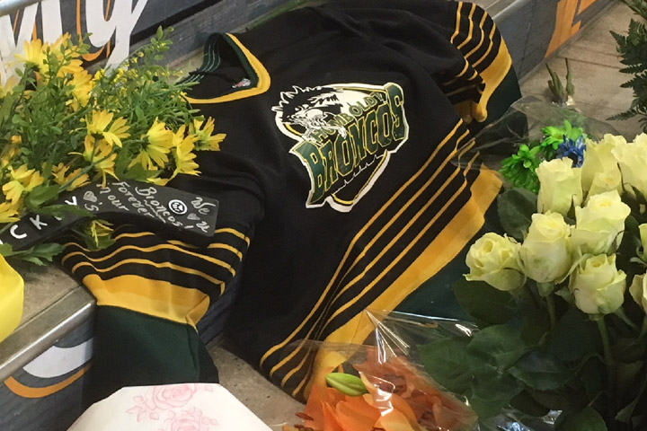 People across Canada are donning green as a sign of support for those impacted by the tragic Humboldt Broncos bus crash.