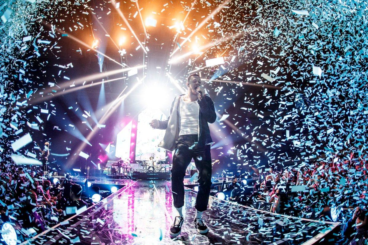 BARCELONA, SPAIN - APRIL 06:  Dan Reynolds of Imagine Dragons performs in concert at Palau Sant Jordi on April 6, 2018 in Barcelona, Spain.  (Photo by Xavi Torrent/Redferns).