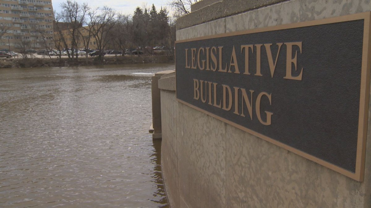 Water levels continue to rise across Manitoba, with higher-than-average flooding in the forecast.