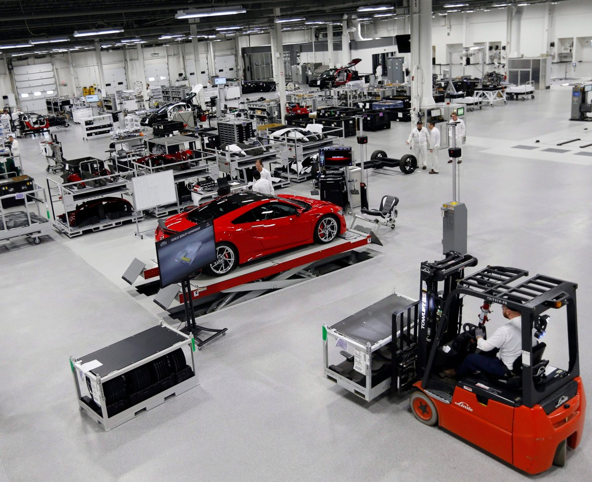 Donald Trump launched a fresh auto-tariff threat against Canada late Friday at a time when Ottawa finds itself in a holding pattern on NAFTA negotiations.