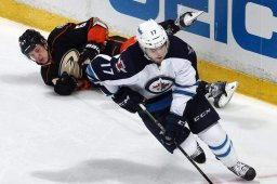 Continue reading: Winnipeg Jets sign Lowry to 3-year deal