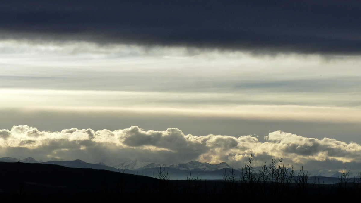 A Chinook arch over the southern Alberta foothills.