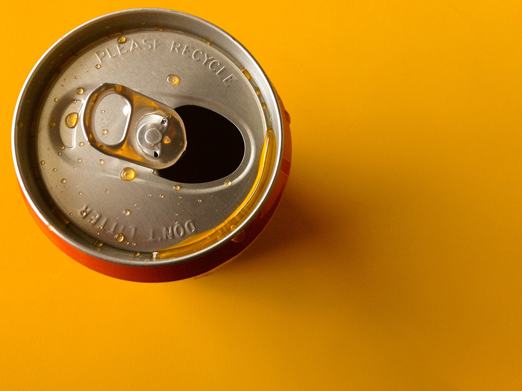 We've all heard the one about the woman who died from drinking from a can contaminated with rat urine. But how much truth is there to the bacteria on the rim of an aluminum can? .