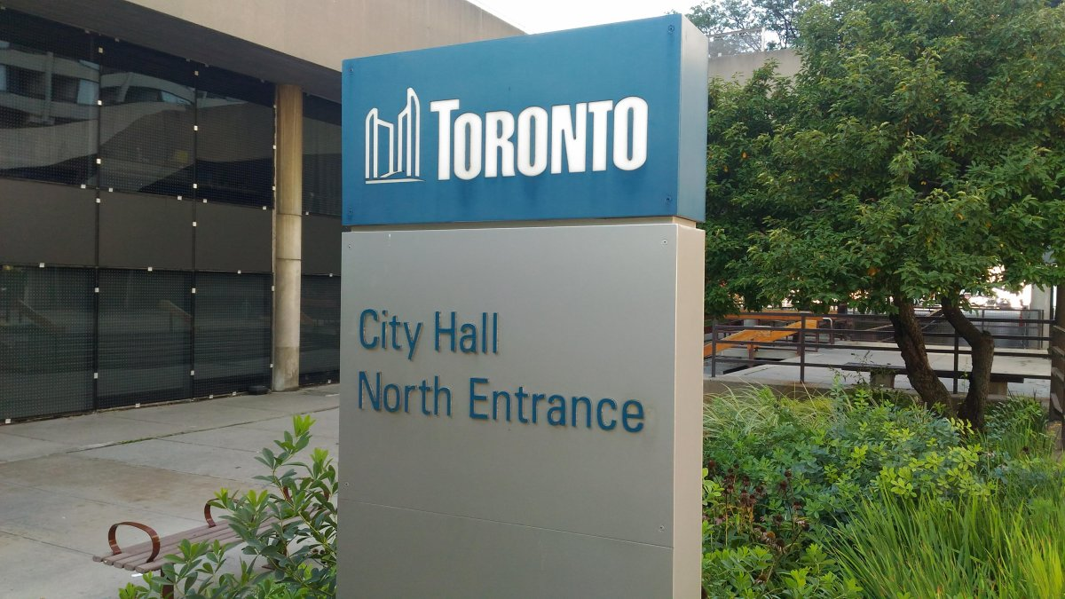 Starting Monday, visitors to Toronto city hall will be subject to baggage checks at two entrances.