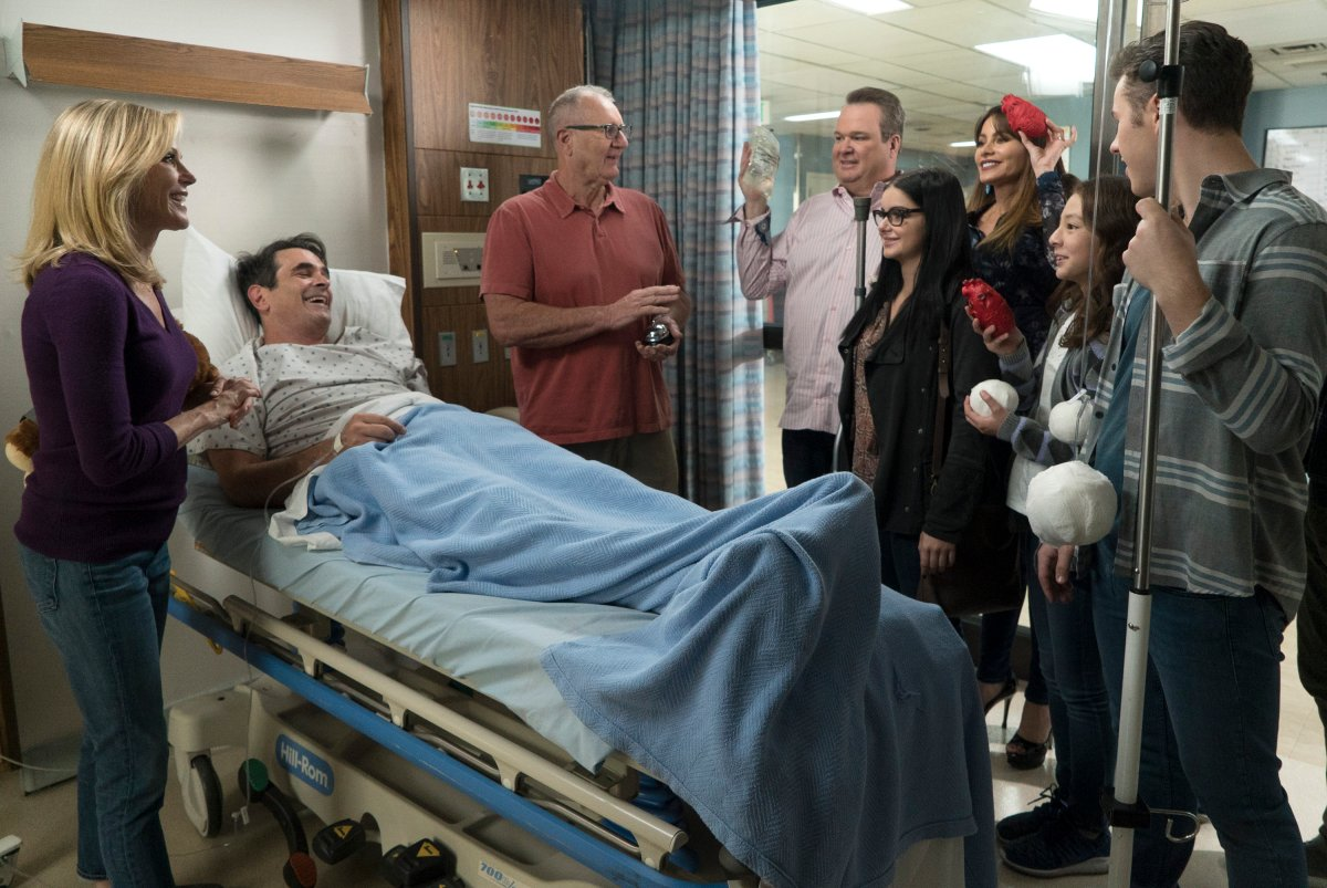 'Modern Family' celebrates its milestone 200th episode! Gloria has to rush Phil to the hospital for an emergency surgery after he experiences some intense stomach pains and rallies the entire family to be by his side on 'Modern Family.' .