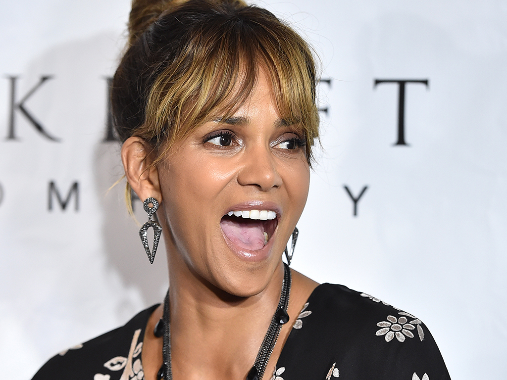 Actor Halle Berry at the 2018 Imagine Cocktail Party To Benefit Jenesse Center at Wilshire Country Club on June 27, 2018 in Los Angeles, California.