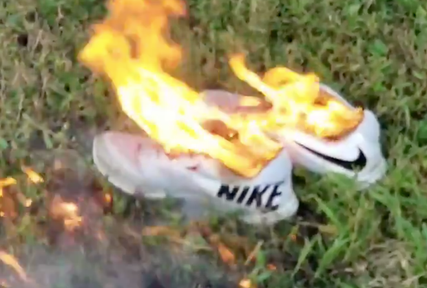 Oferta Zapatos ballena  Nike shoes burn on social media as Colin Kaepernick features in 'Just Do  It' campaign - National | Globalnews.ca