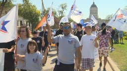 Continue reading: Hundreds of Winnipeggers take part in community Labour Day celebrations