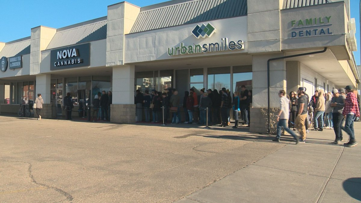 The line at Nova Cannabis in south Edmonton on Saturday, Oct. 20, 2018.