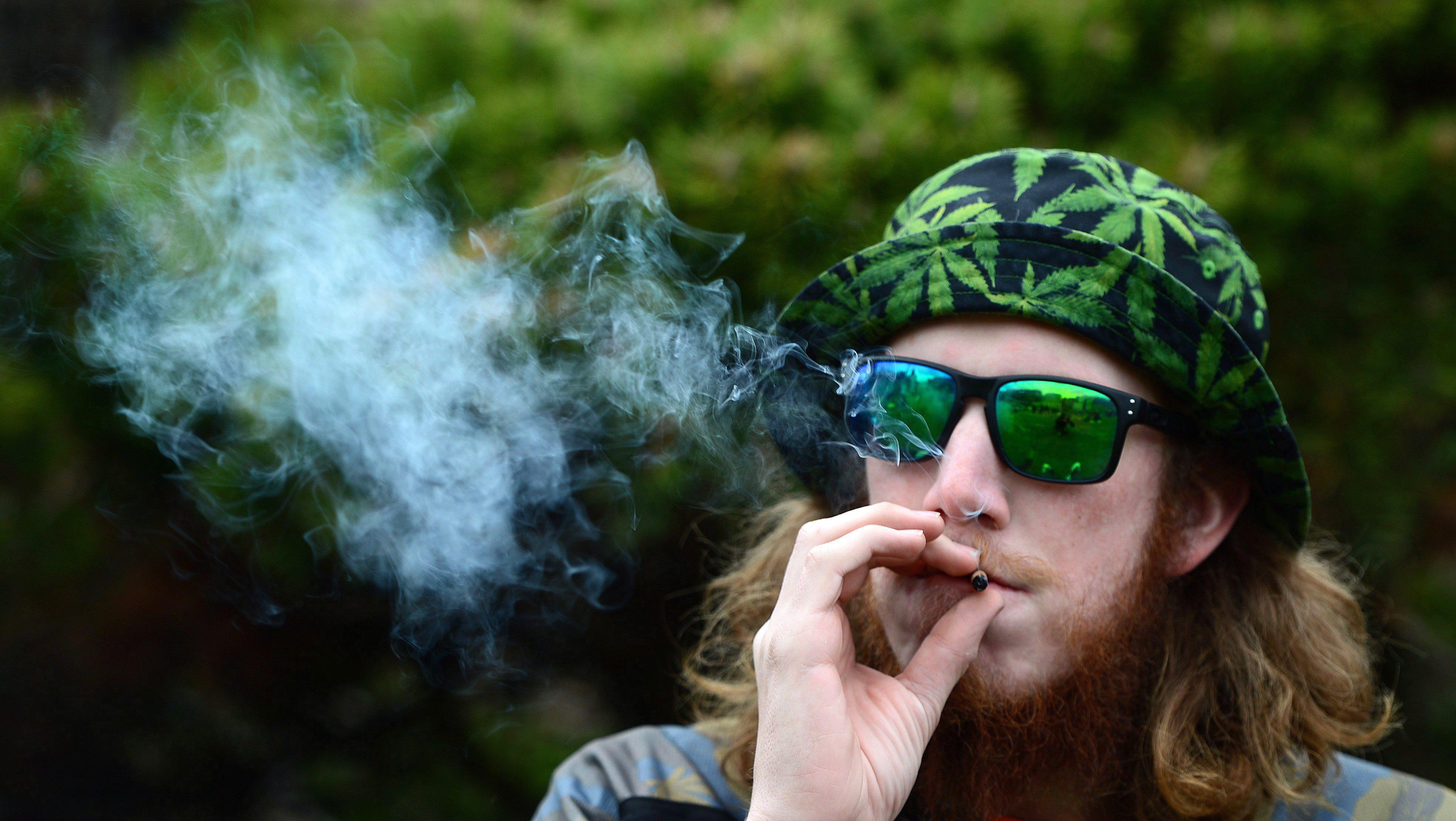 [Obrazek: smoking-weed.jpg?quality=85&strip=all]