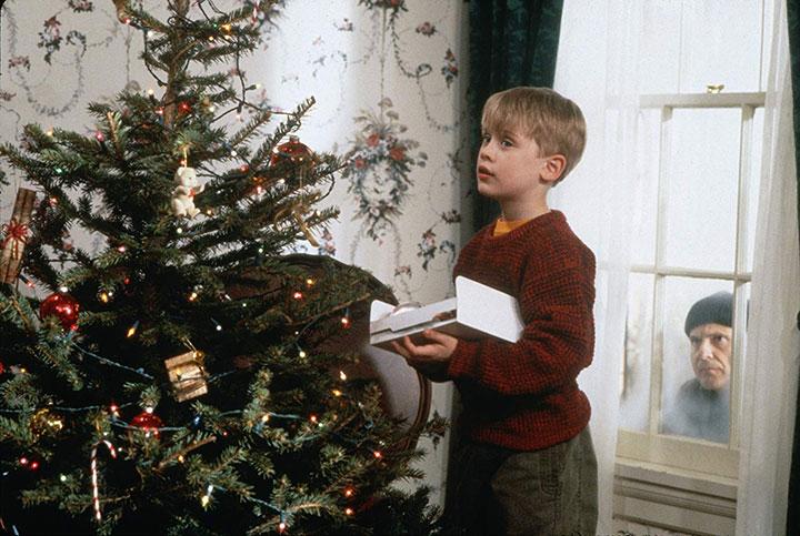"""Macaulay Culkin and Joe Pesci in """"Home Alone."""" ."""