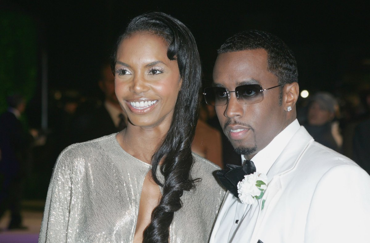 """Actress Kim Porter and mogul Sean """"Puffy"""" Combs arrive at the Vanity Fair Oscar Party at Mortons on February 27, 2005 in West Hollywood, California."""