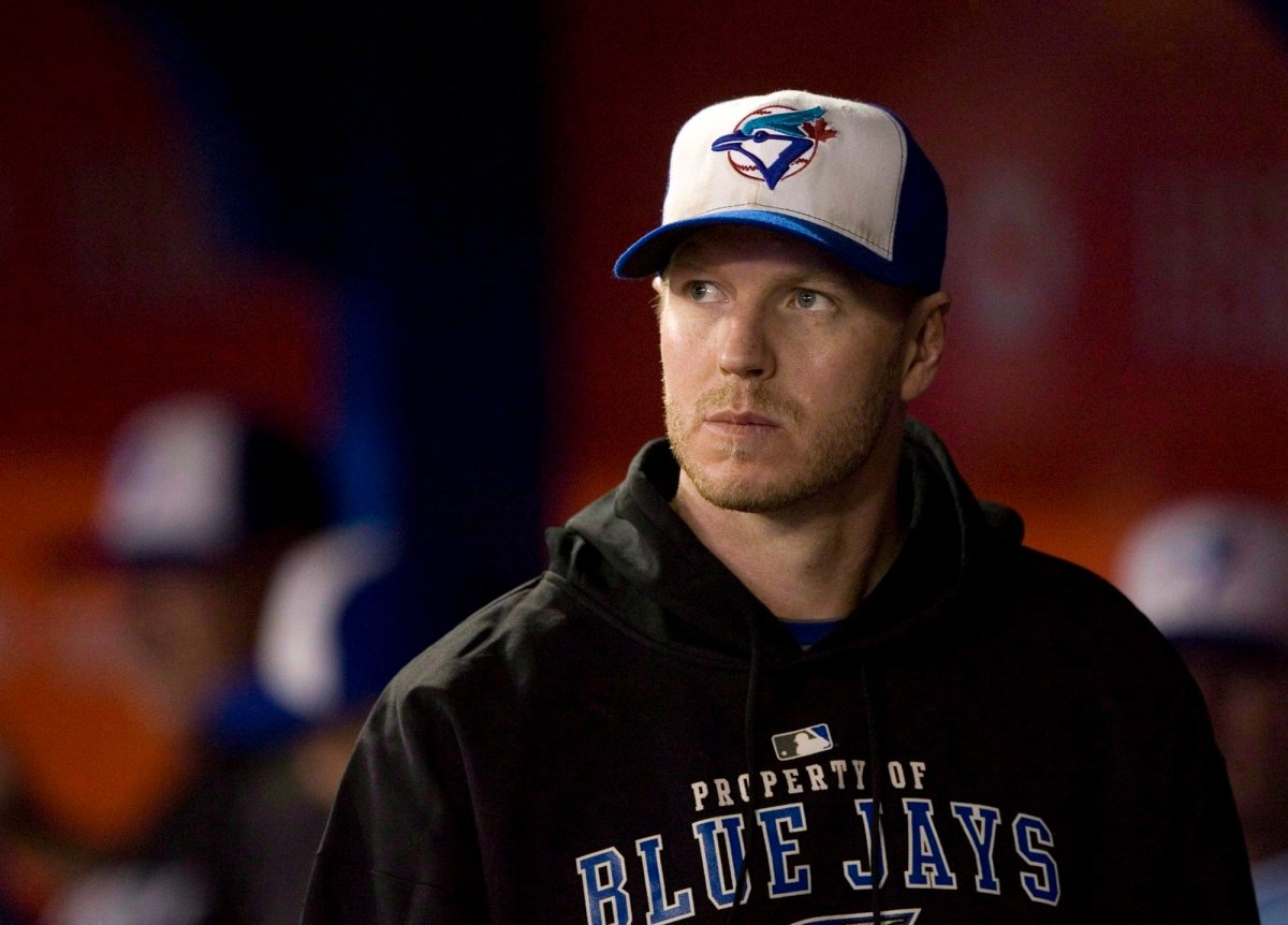 The family of former Toronto Blue Jays pitcher Roy Halladay says his Hall of Fame plaque will not include a team logo.