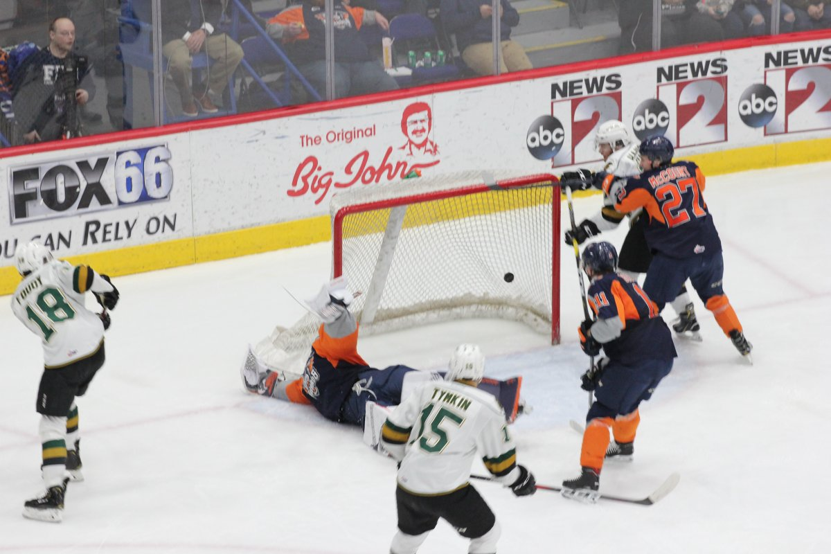 Flint, Mich. - Liam Foudy scores his first of two goals for the London Knights against the Flint Firebirds in a 4-3 London victory on January 30, 2019.