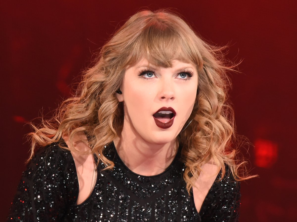 Taylor Swift performing live in 2018.
