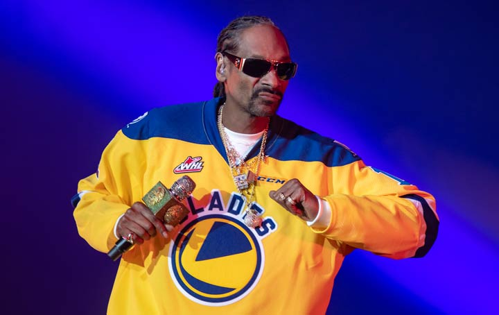 Snoop Dog dons a Saskatoon Blades hockey jersey while performing at SaskTel Centre on Feb. 19, 2019.