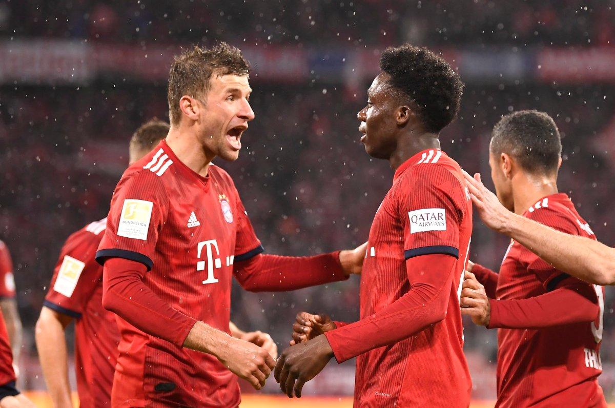 Bayern's Thomas Mueller (L) and Bayern's Alphonso Davies celebrate during the German Bundesliga soccer match between Bayern Munich and FSV Mainz 05 in Munich, Germany, 17 March 2019.