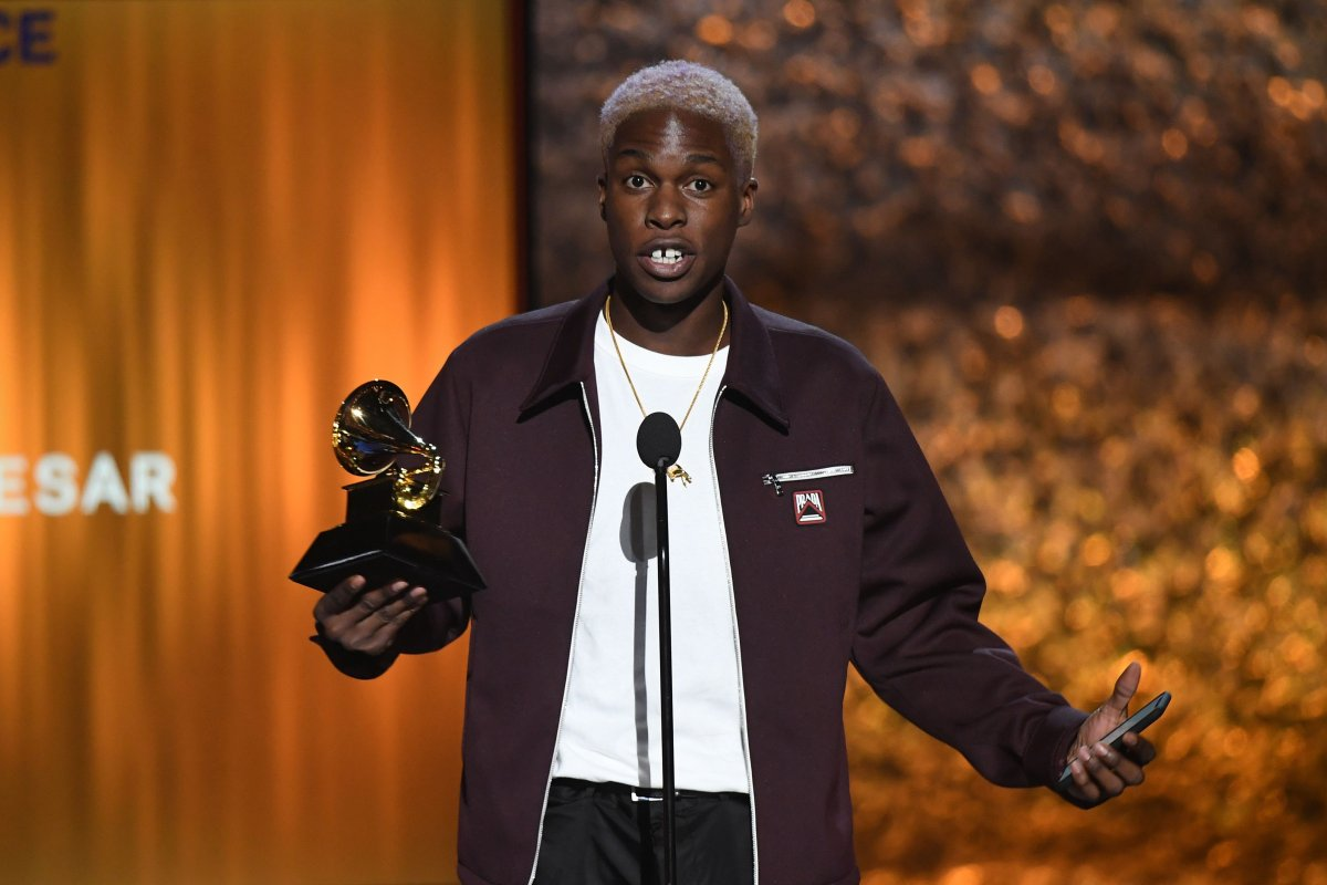 Canadian singer Daniel Caesar accepts the award for Best R&B Performance for 'Best Part' onstage during the 61st Annual Grammy Awards pre-telecast show on February 10, 2019, in Los Angeles. (Photo by Robyn Beck / AFP)        (Photo credit should read ROBYN BECK/AFP/Getty Images).