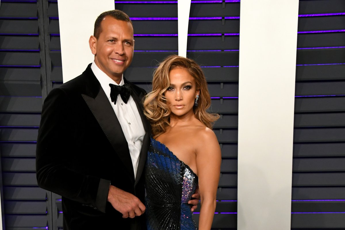 (L-R) Alex Rodriguez and Jennifer Lopez attend the 2019 Vanity Fair Oscar Party hosted by Radhika Jones at Wallis Annenberg Center for the Performing Arts on Feb. 24, 2019 in Beverly Hills, California.