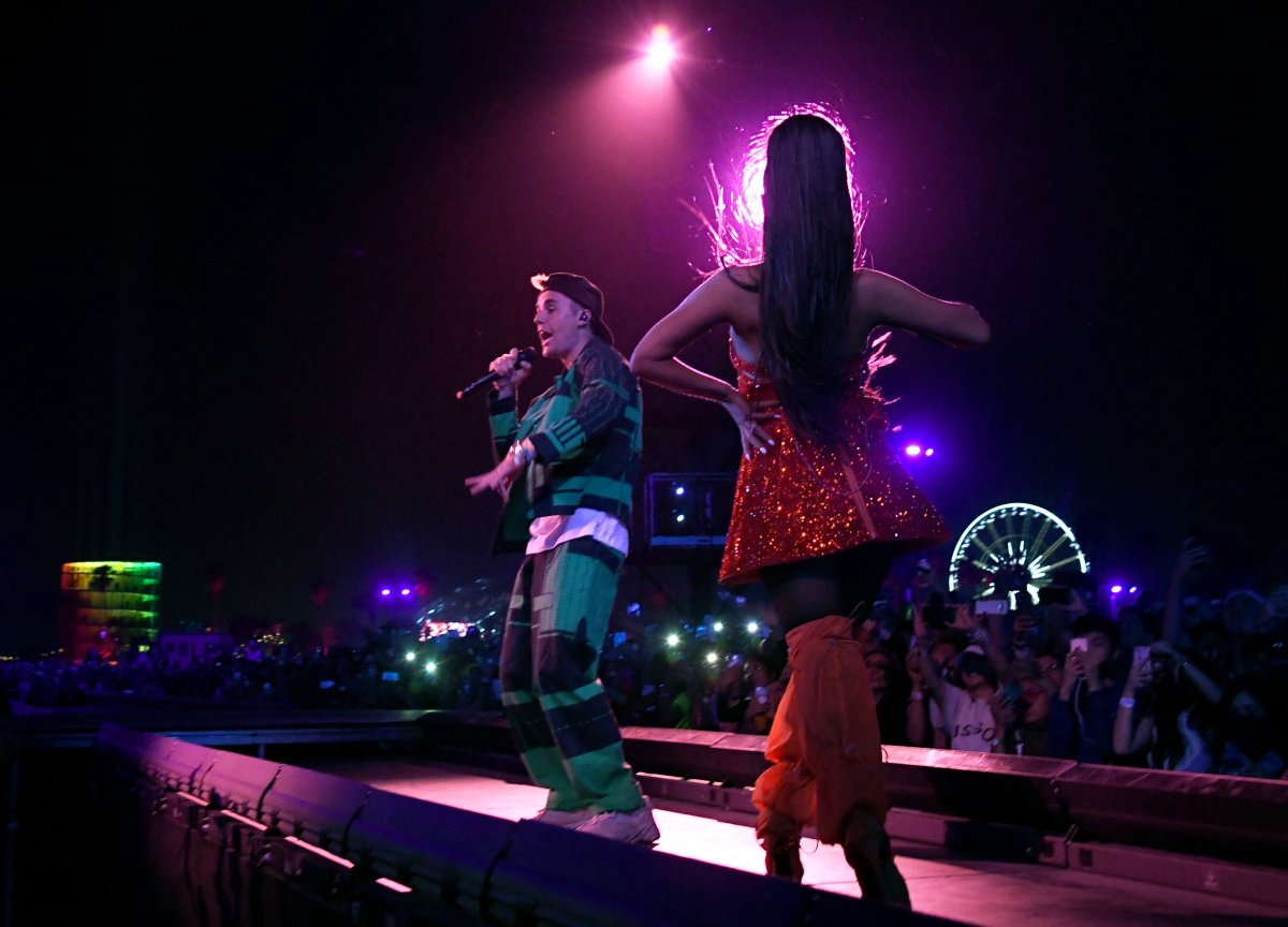 Justin Bieber Breaks Music Hiatus Joins Ariana Grande On Coachella Stage Globalnews Ca