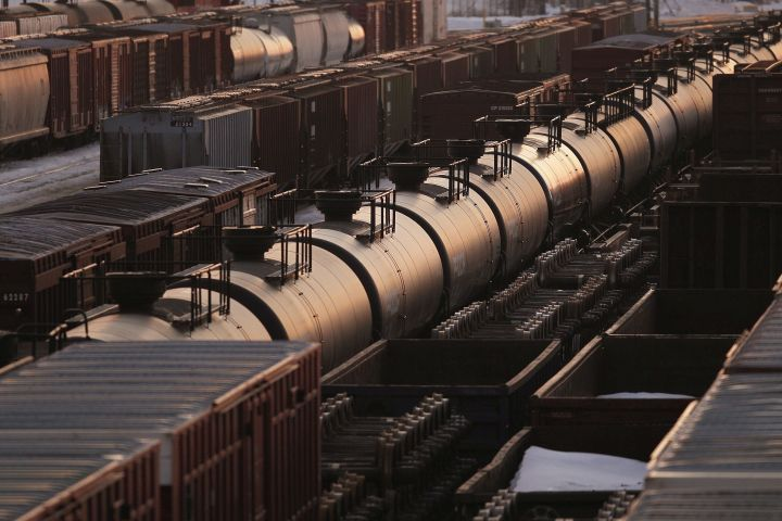 Lower discounts on western Canadian oil prices have swollen producer coffers in the first three months of the year but analysts say they don't expect to see many increases in drilling budgets as companies report results over coming weeks. Rail cars wait for pickup in Winnipeg, Sunday, March 23, 2014.