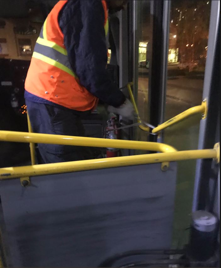 A photo of a Transit Plus bus driver tying his door closed with rope has attracted a lot of attention online.