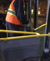 Continue reading: Winnipeg Transit Plus bus repaired after photo of driver tying door closed with rope draws criticism