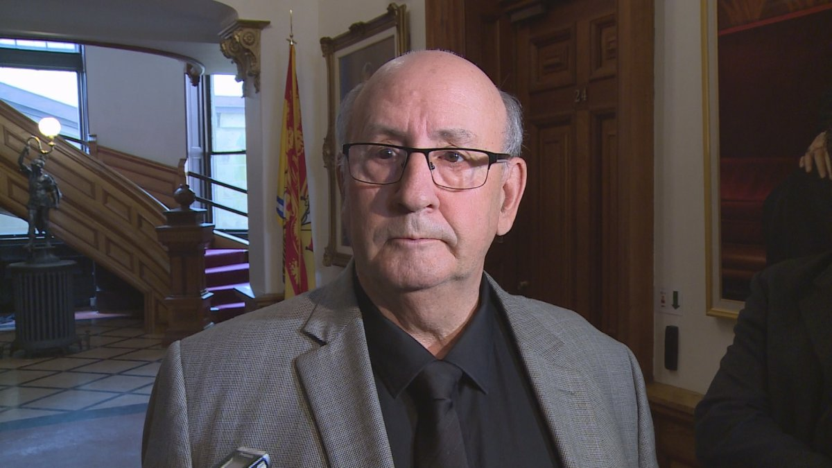 Public Safety Minister Carl Urquhart says the provincial government will remove the front licence plate requirement on July 15.
