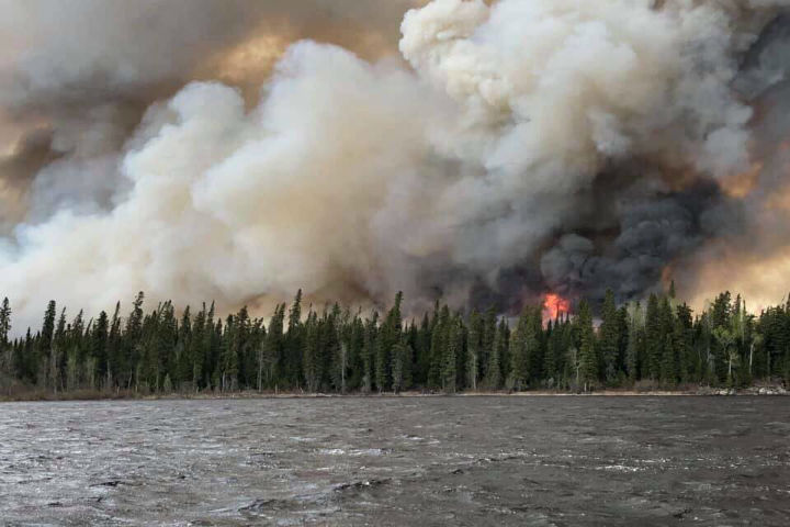 The fire near the eastern edge of Pikangikum First Nation grew on Thursday to more than 3,000 hectares, according to the Ministry of Natural Resources.