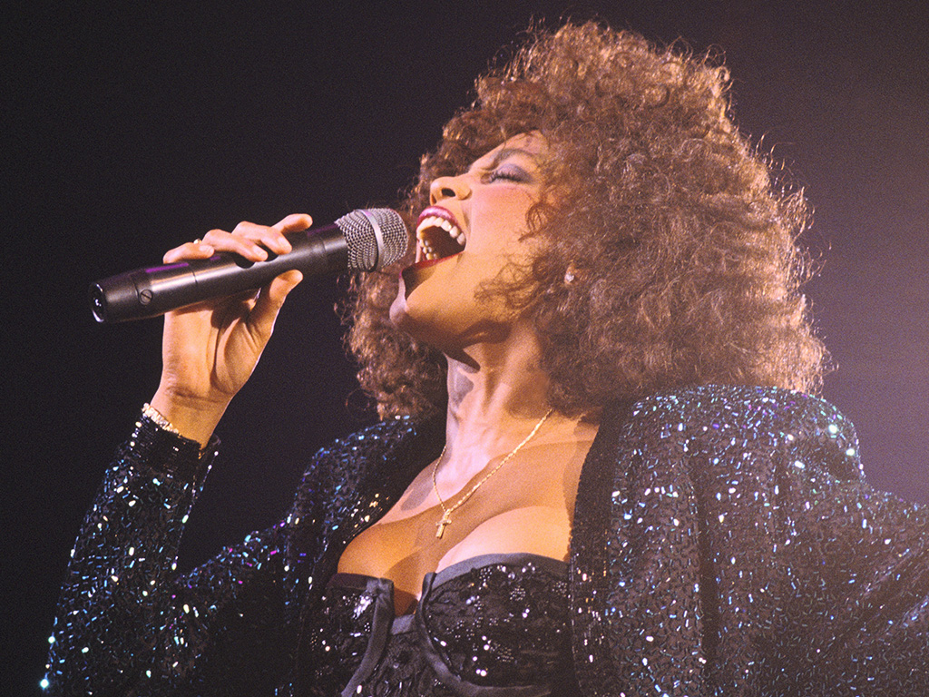 Whitney Houston performs in Paris Bercy on May 18, 1988 in Paris, France.