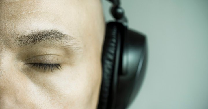 Constantly Using Headphones Can Cause Hearing Damage Here S How To Prevent It National Globalnews Ca