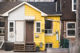 Continue reading: 'Lil yellow house' for sale becomes viral rap video thanks to Toronto realtor