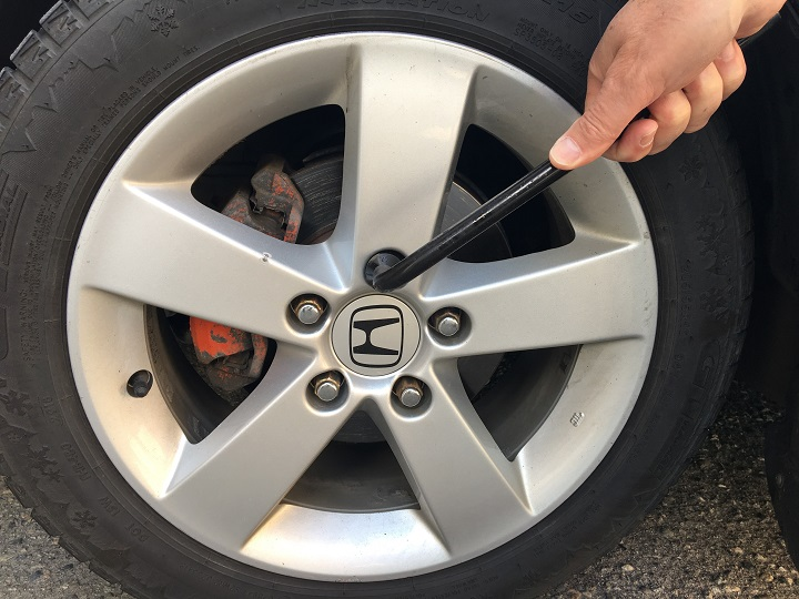 Police in West Kelowna are warning residents to check the tightness of their wheel nuts after the front tire of a car belonging to a Shannon Lake resident fell off while she was driving.