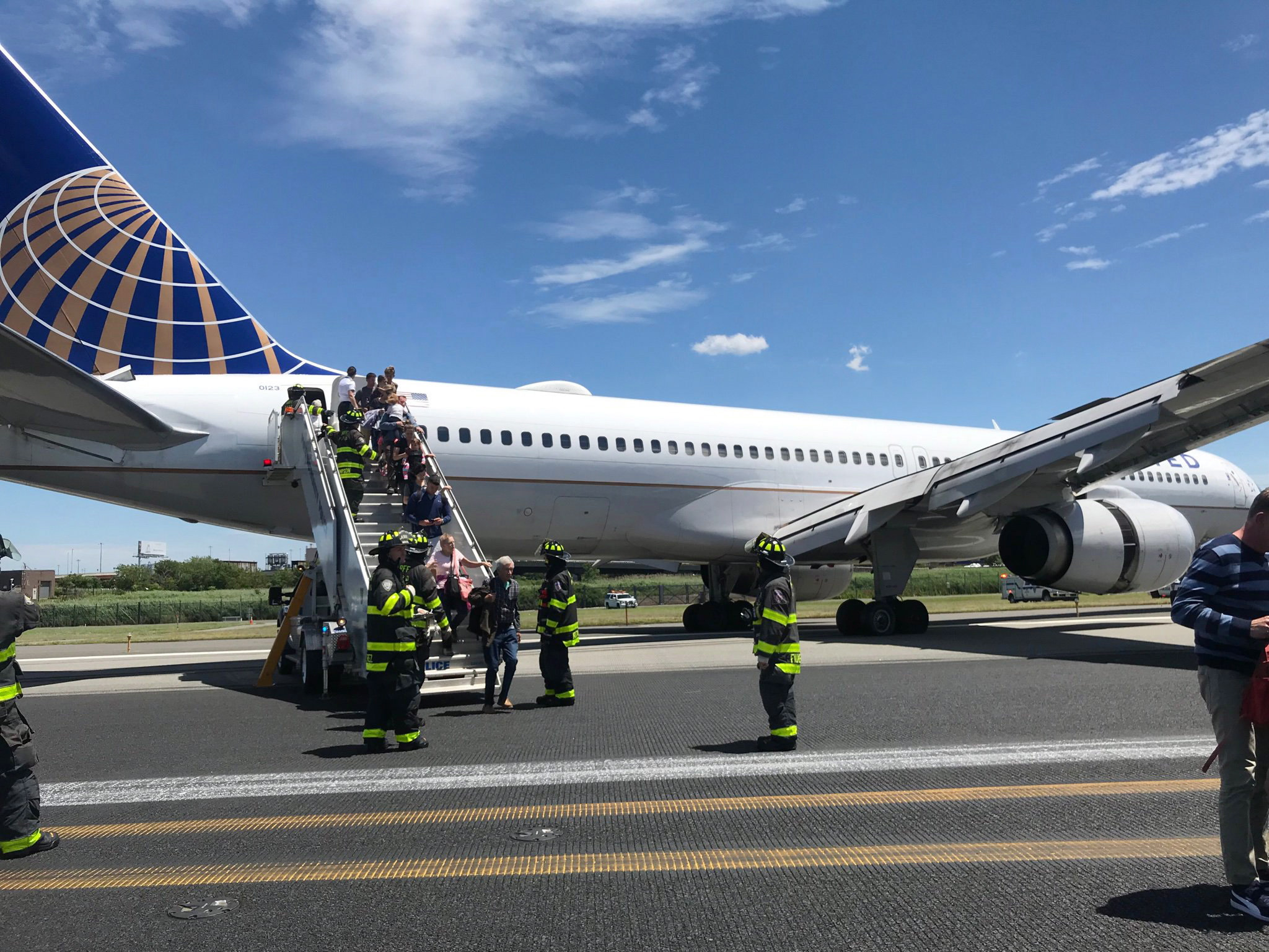Tires Blow Out On United Airlines Plane During Newark Landing No One Injured National Globalnews Ca