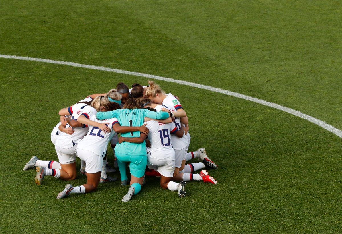 United States players celebrate at the end of the Women's World Cup round of 16 soccer match between Spain and United States at Stade Auguste-Delaune in Reims, France, Monday, June 24, 2019.
