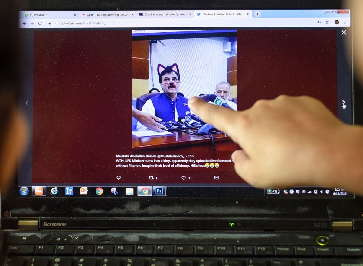 Pakistani children point at a computer screen showing a screengrab of a press conference attended by provincial Minister Shaukat Yousafzai and streamed live on social media, in Islamabad on June 15, 2019.