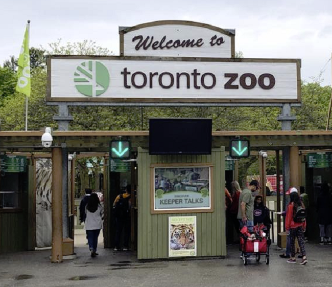 Entrance to the Toronto Zoo.