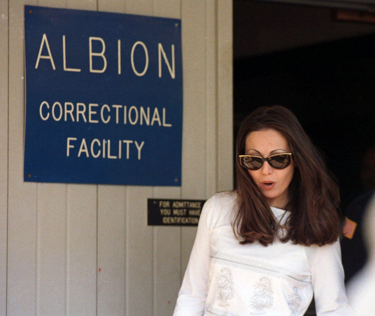 """Amy Fisher — the so-called """"Long Island Lolita"""" — walks out of the Albion Corrections Facility processing centre on Monday, May 10, 1999, in Albion, N.Y."""